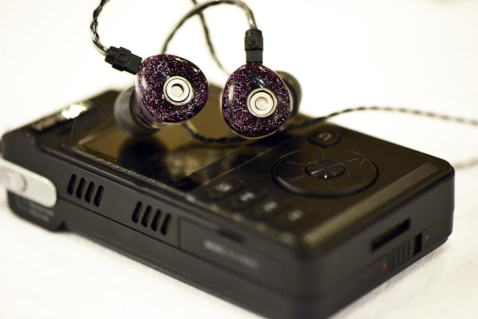 Unique Melody 3DD, pictured with the HiFiMAN HM-901 (Photo Courtesy of: AnakChan)