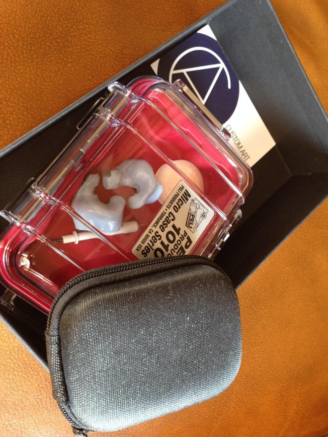 Packaging and accessories of the Music Two.