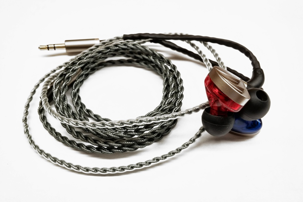 The A83 cables are thick and flexible, but lack a neck cinch.