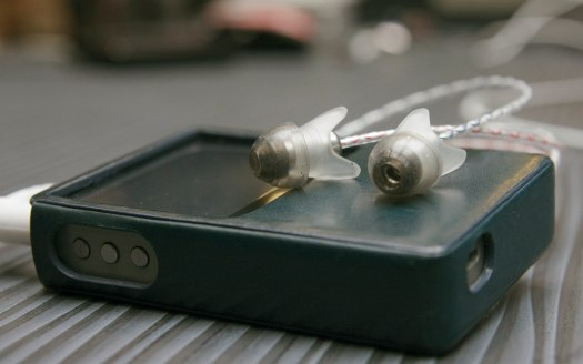 The silicone tri-tabs of the Aurisonics Rockets create the illusion of a rocketship-like exterior.