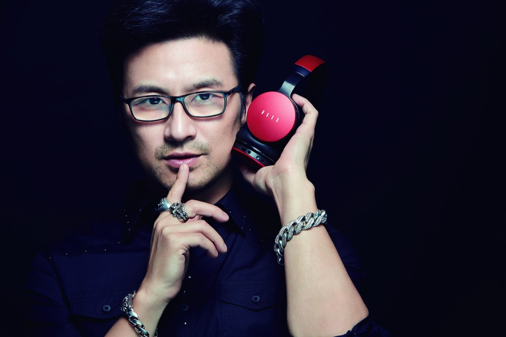Wang Feng (汪峰) is the frontman for FIIL as an establishment.