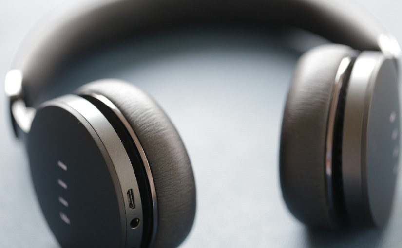 Between the Headband: FIIL's Diva Active Noise-Cancelling Headphones